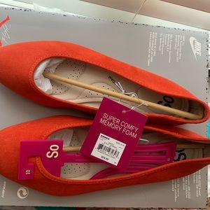 memory foam flats NWT woman's 10 by SO